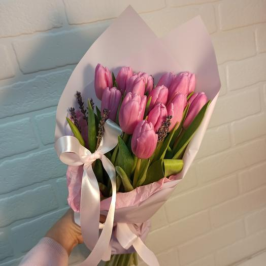 Розовые тюльпаны с лавандой