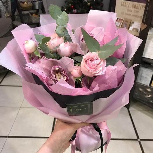 Букет с орхидеей и пионовидной розой