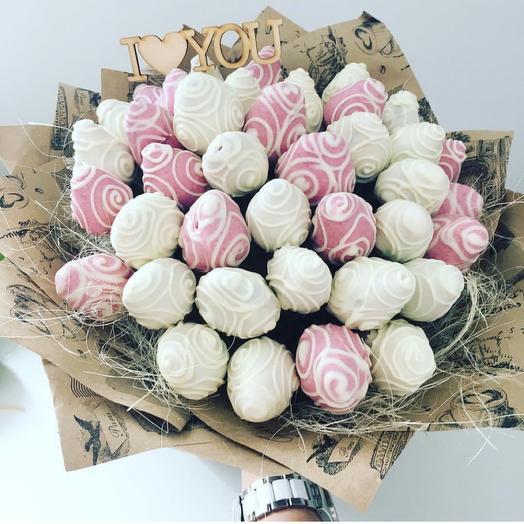 Клубника в белом и розовом шоколаде
