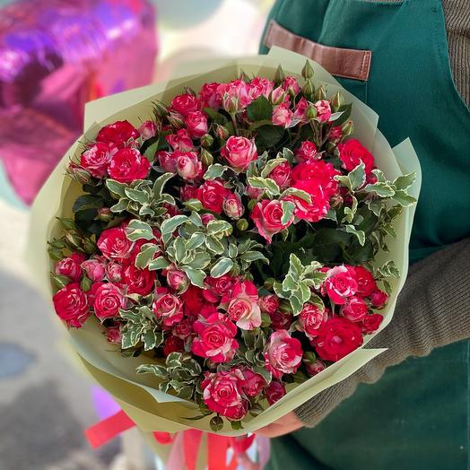 Bouquet of 17 branches Spray Roses with greenery