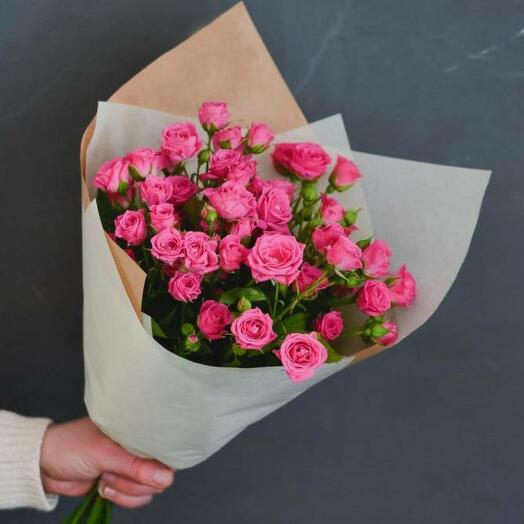 Букет из розовой и красной кустовой розы