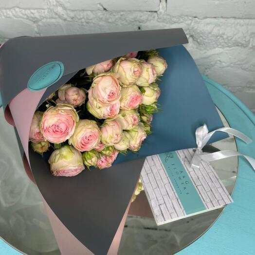 7 кустовых пионовидных роз