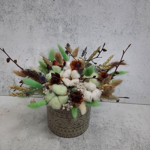 Композиция из сухоцветов в керамической кашпо