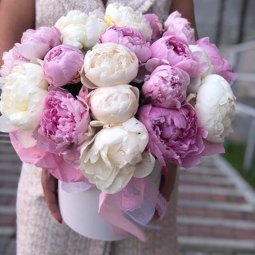 Цветы в коробке «пионовая нежность»