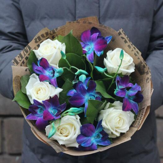 Букет синие орхидеи и белые розы