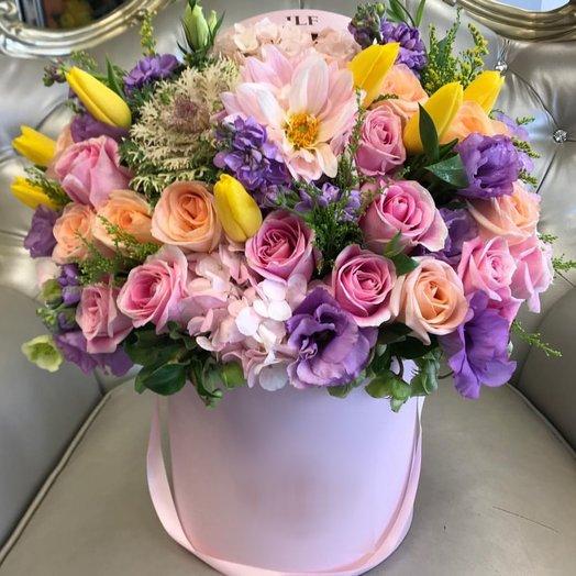 """Композиция в шляпной коробке """"Эврика"""": букеты цветов на заказ Flowwow"""