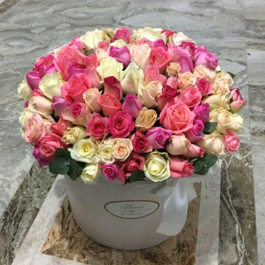 Розы в большой коробке