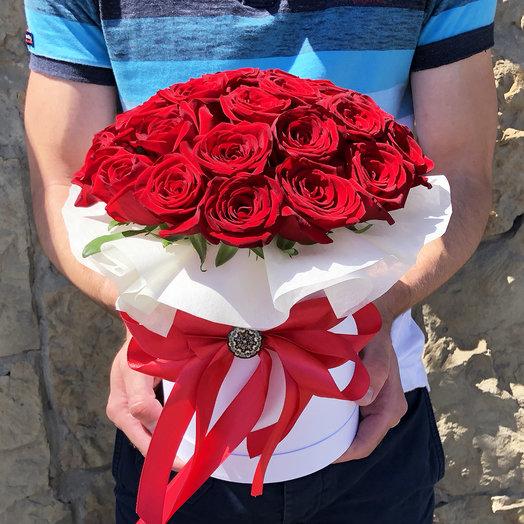 Цилиндр из 27 красных роз