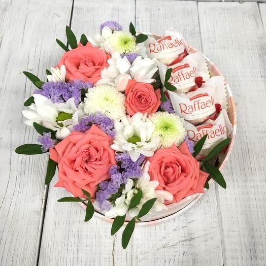 Коробка с Рафаэлло: букеты цветов на заказ Flowwow