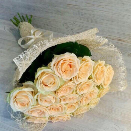 19 кремовых роз: букеты цветов на заказ Flowwow