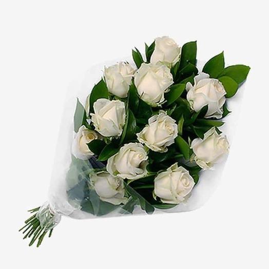 Букет из белой розы с зеленью