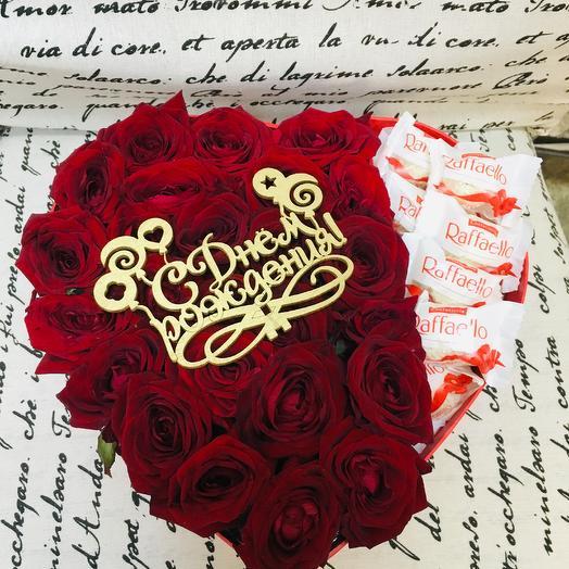 Коробочка из роз и конфет рафаэлло
