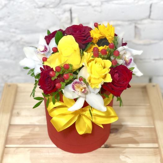 """Шляпная коробка """"Солнце на ладони"""": букеты цветов на заказ Flowwow"""
