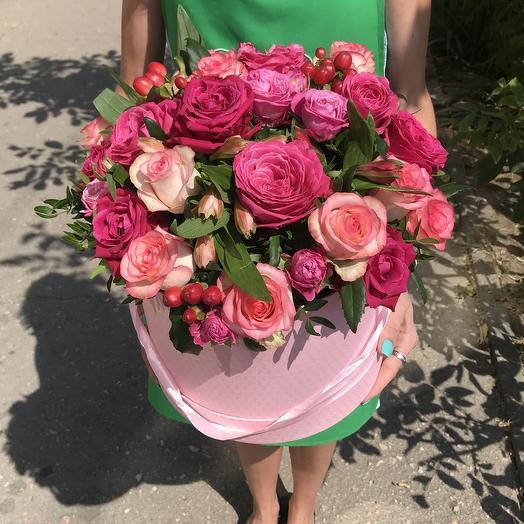 Восхитительная малиновая шляпная коробка с цветами