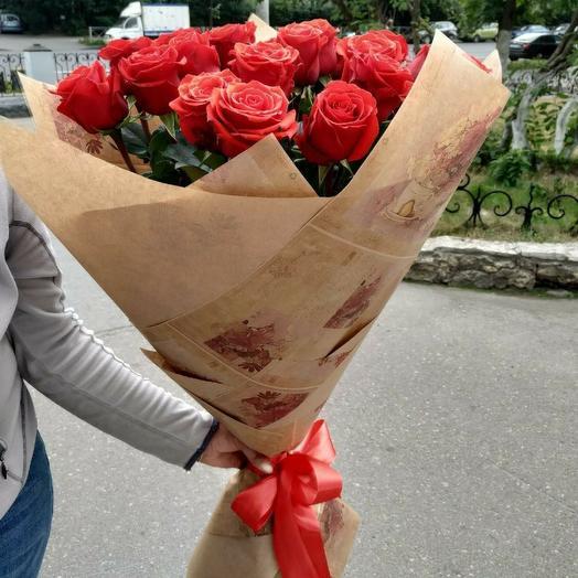 Классический букет 25 алых роз: букеты цветов на заказ Flowwow
