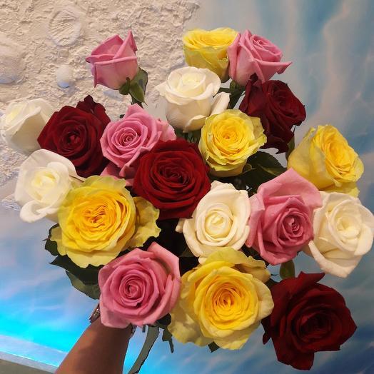 19 разноцветных роз: букеты цветов на заказ Flowwow