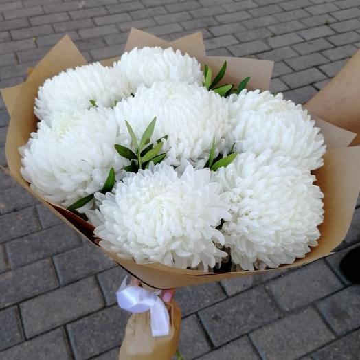 Белое облако из 7 одиночных хризантем