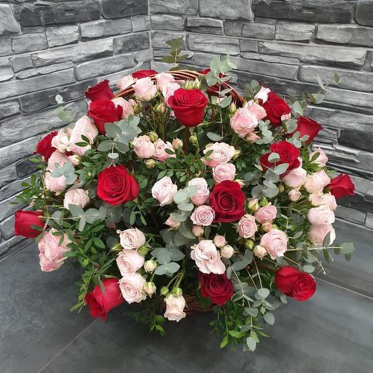 VIP корзина из роз: букеты цветов на заказ Flowwow