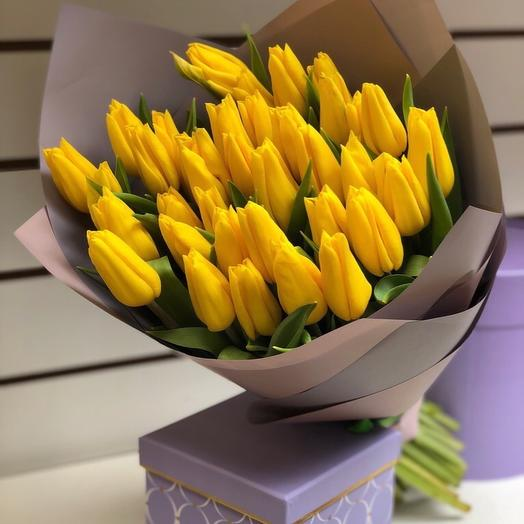 25 yellow tulips in the package