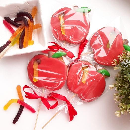 """6 имбирных пряников """"Яблоко"""" с мармеладным и червячками: букеты цветов на заказ Flowwow"""