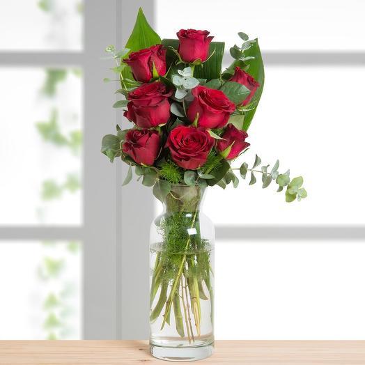 9 роз с зеленью. Ваза в подарок
