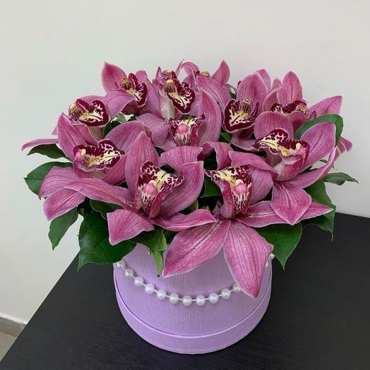 Цветы в коробке орхидеи