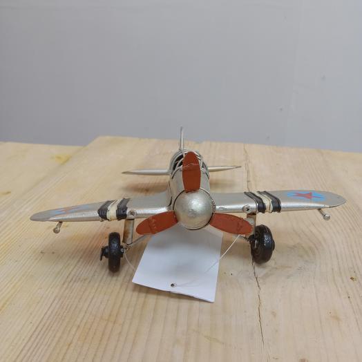 Модель старого самолета
