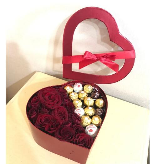 Розы в коробке с ферреро роше