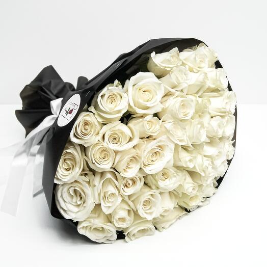 Букет из 51 белой розы (40см)