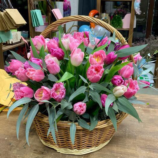 Корзина с тюльпаном