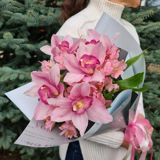 """"""" Фламинго"""" орхидеи и альстромерии"""