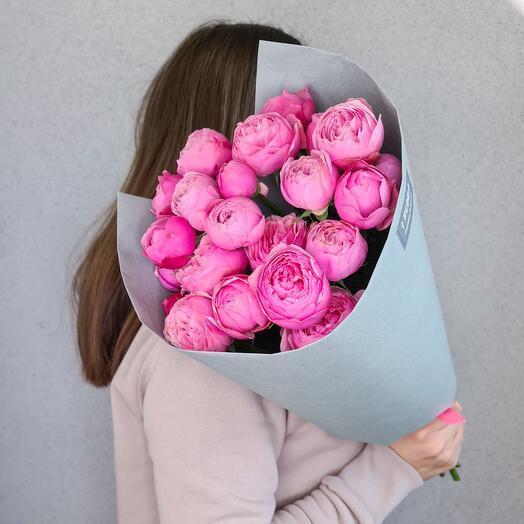 Букет из пионовидных кустовых роз