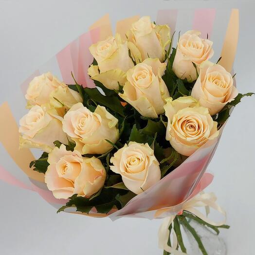 Кремовые розы с оформлением (М)