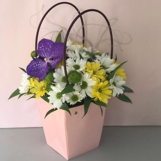 Цветы в коробке Ванда и хризантема