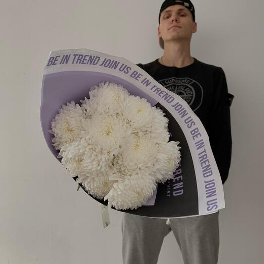 Монобукет хризантем в стильной упаковке
