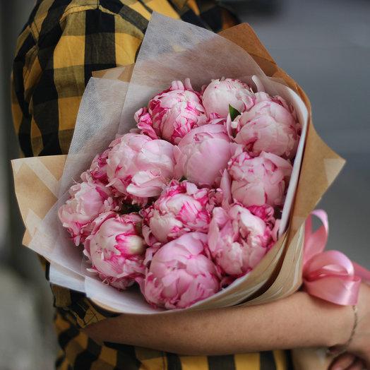 11 розовых пионов в крафт бумаге: букеты цветов на заказ Flowwow