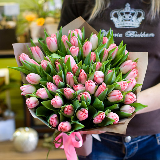 Букет из 51 розового тюльпана: букеты цветов на заказ Flowwow
