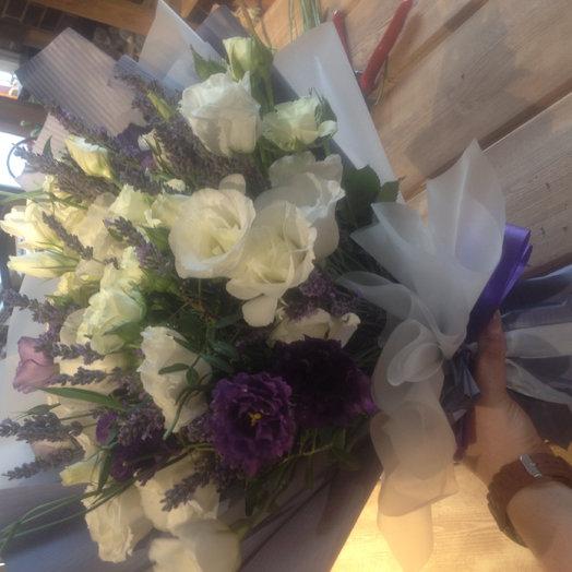 Букет из эустомы и лаванды: букеты цветов на заказ Flowwow