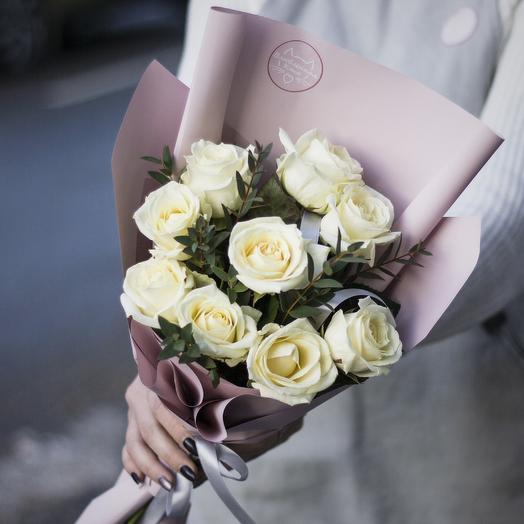 Букет-комплимент: белые розы: букеты цветов на заказ Flowwow