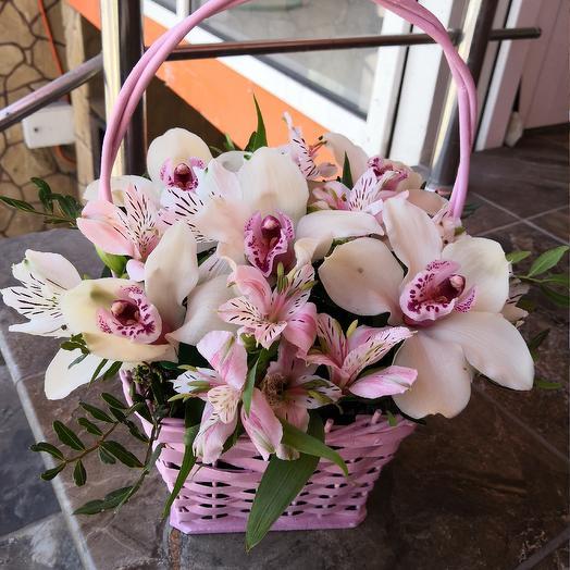 Корзиночка с орхидеями: букеты цветов на заказ Flowwow