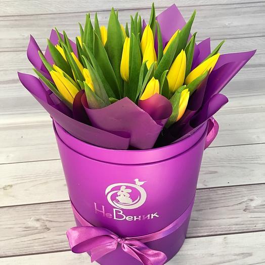 Шляпная коробка с тюльпанами: букеты цветов на заказ Flowwow