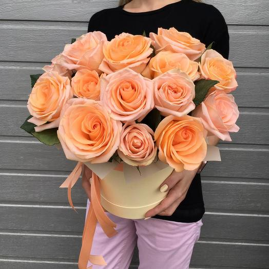 "Розы в коробке ""Летний персик"""