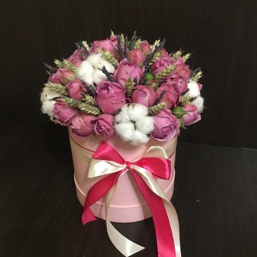 Микс из сухоцветов и пионовидных роз в шляпной коробке: букеты цветов на заказ Flowwow
