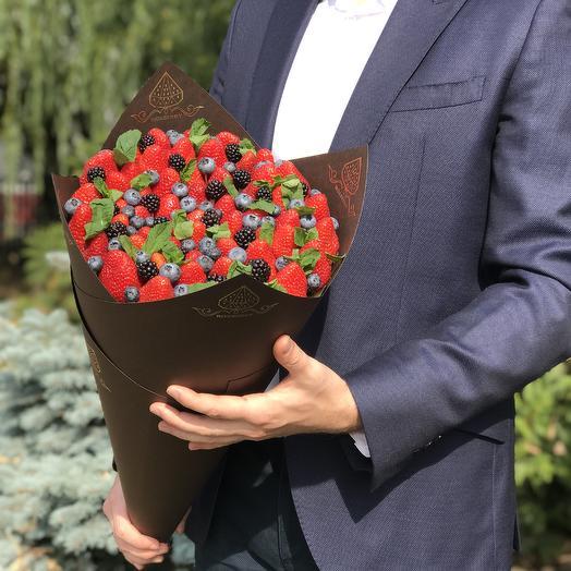 Букет из клубники «Ягодный микс» размер L в коричневой бумаге