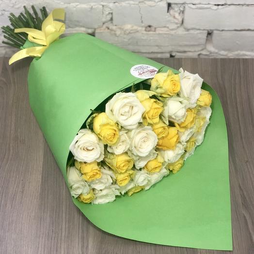 Букет из роз микс в дизайнеском крафте: букеты цветов на заказ Flowwow