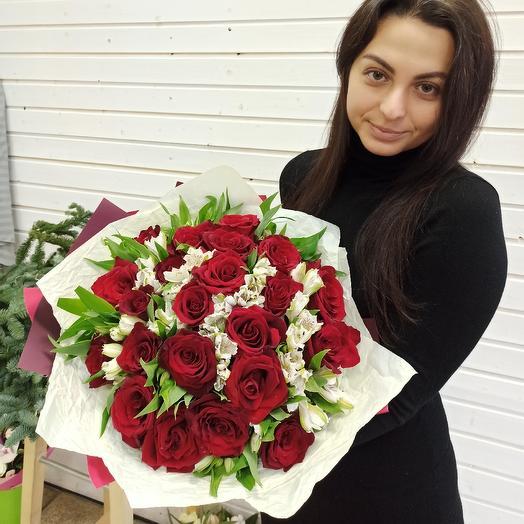 Букет из красных роз и альстрамерий: букеты цветов на заказ Flowwow