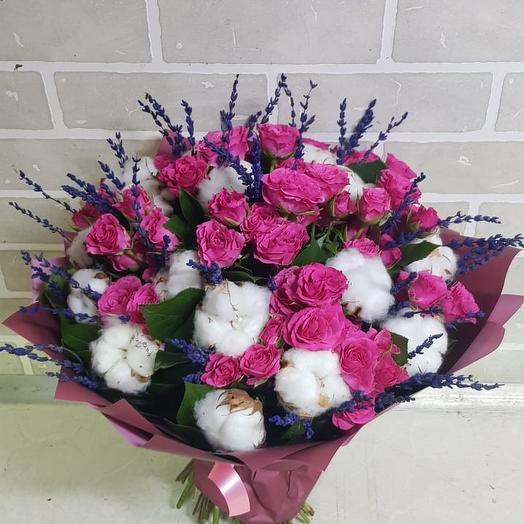 Букет из роз с лавандой и хлопком: букеты цветов на заказ Flowwow