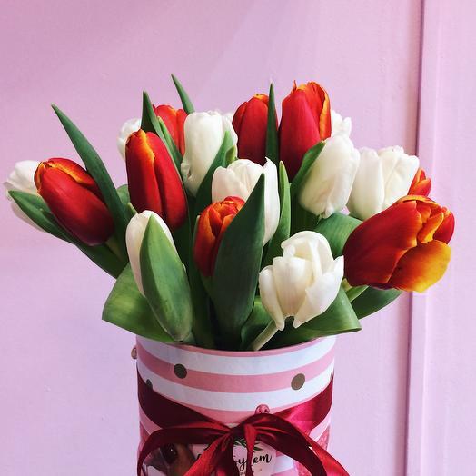 Весенняя коробка из 17 тюльпанов