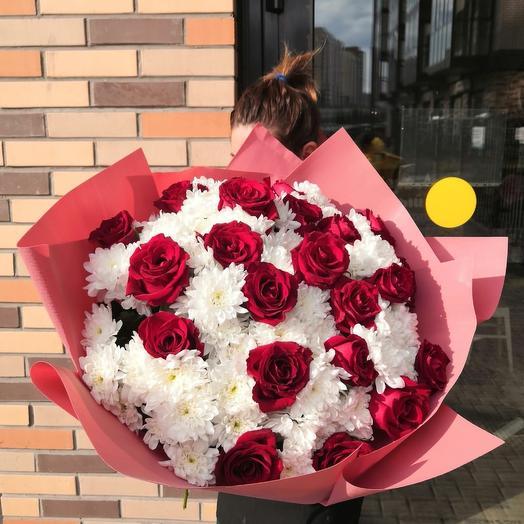 Розы в хризантеме