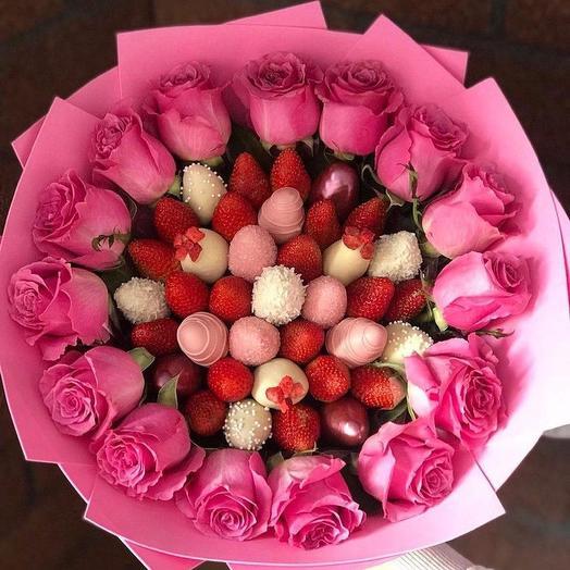 Букет из клубники в шоколаде «Розовый Серпантин»
